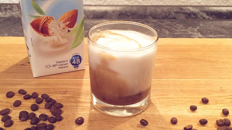 Vegane Mandelmilch für Kaffee