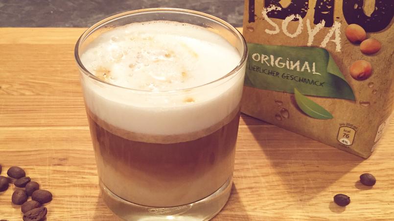 Sojamilch für Kaffee mit Schaum