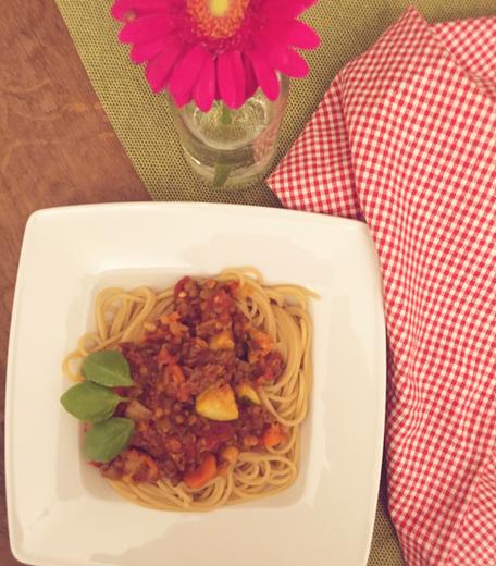 Vegane Bolognese aus Sojageschnezeltem ohne Fleisch