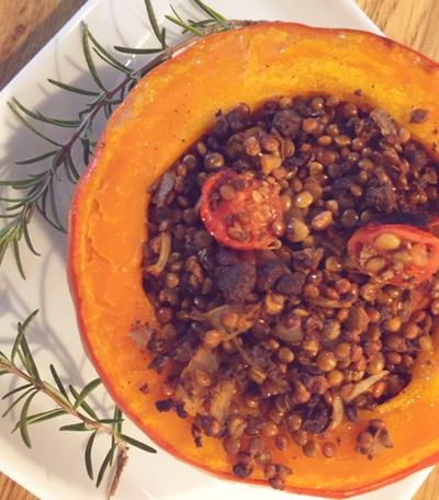 Veganes Gericht aus Kürbis mit Linsen