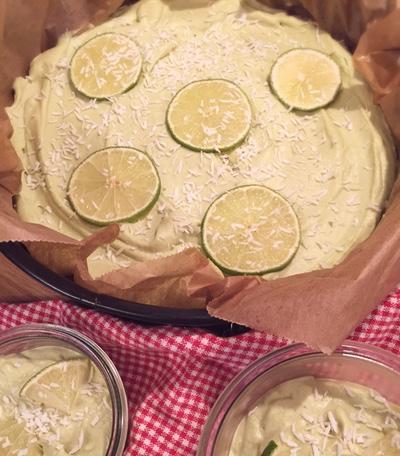Rohkost Kuchen aus Limetten und Avocado