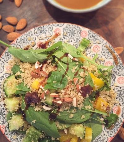 Quinoasalat mit Spinat