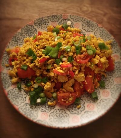 Veganes Tofu Rührei mit Kala Namak und Tofu. Ist eine tolle vegane Alternative zu Rührei.